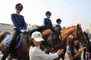 大連 女性騎馬警察隊�A.jpg