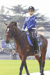 大連 女性騎馬警察隊�D.jpg