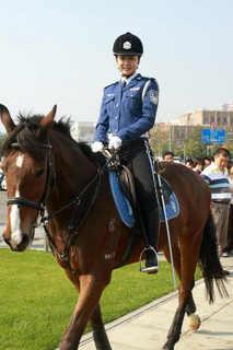 美人騎馬警察隊2_2_1.jpg